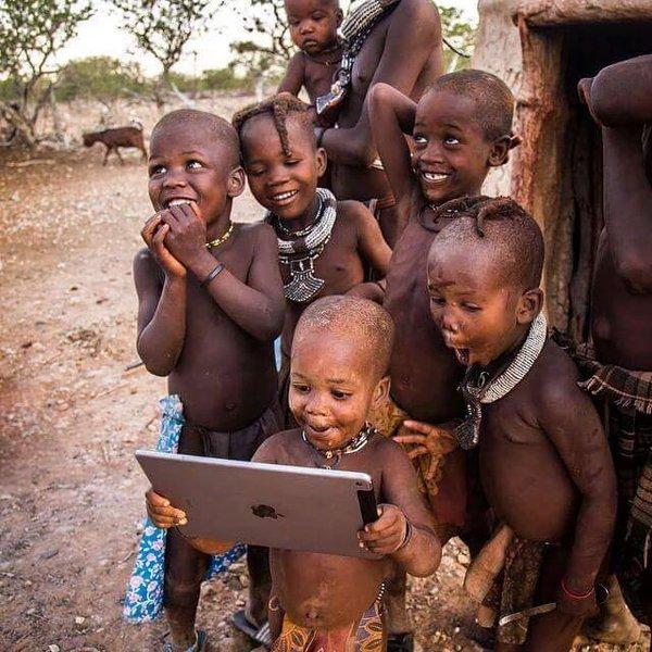 A alegria de quem pela primeira vez está vendo um simples Tablet