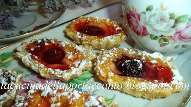 mini clafoutis in crosta ai frutti di bosco con crema di miele di tiglio e vino passito