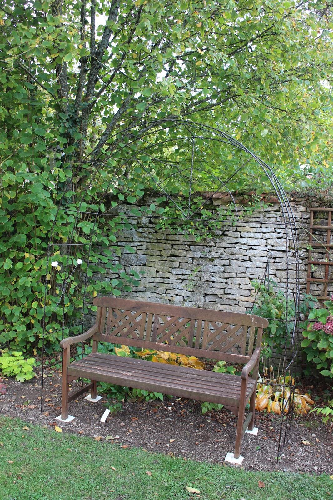 Notre jardin secret une arche en fer b ton for Ferronnerie jardin decoration