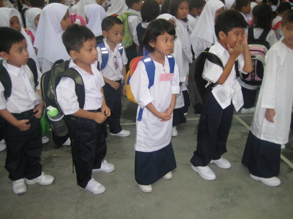 Budak sekolah dahulu dan sekarang.