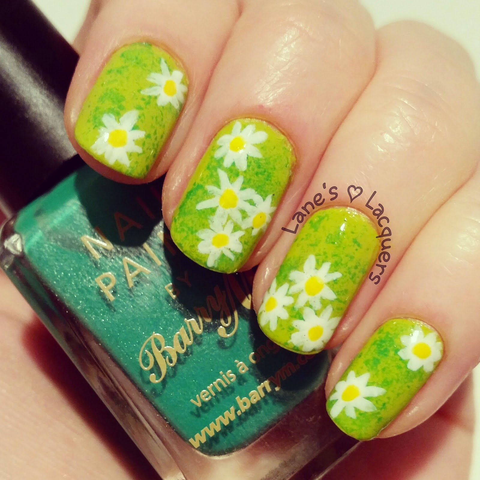 sponged-green-grass-daisies-nail-art (2)