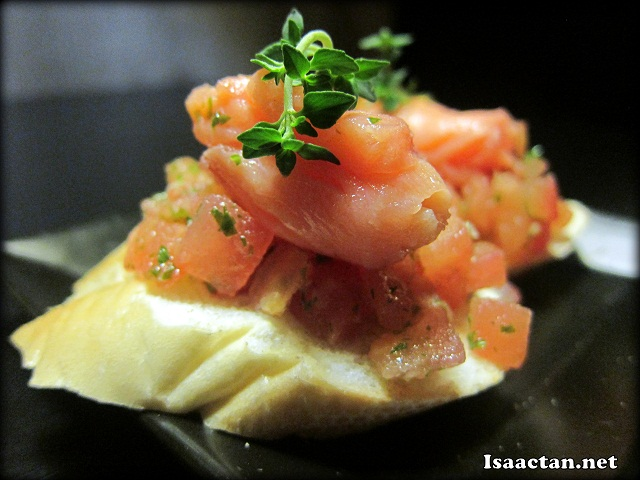Salmon Bruschetta (2pcs) - RM12