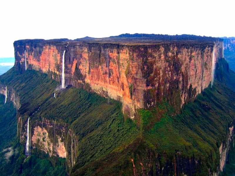 Gunung Dengan Puncak Datar Di Bumi