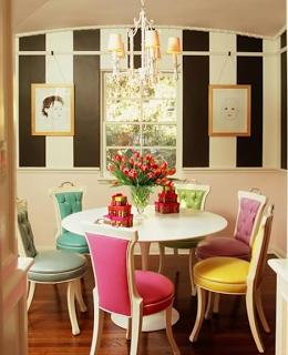 Cadeiras-diferentes-na-sala-de-jantar-23