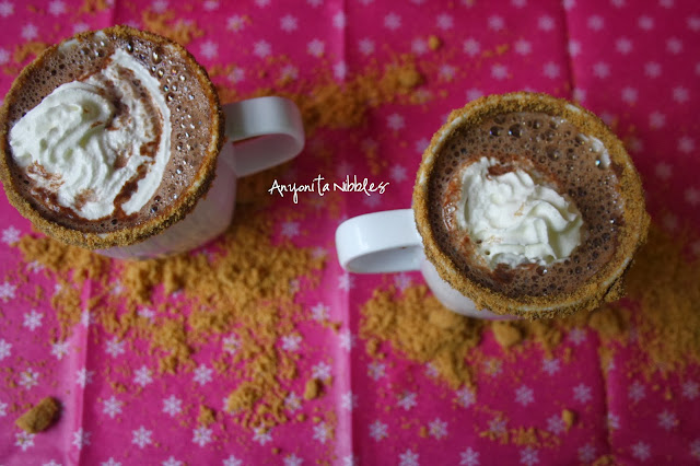 Two mugs of X-mas spiced Nutella cocoa with gingersnap rimmer from www.anyonita-nibbles.com