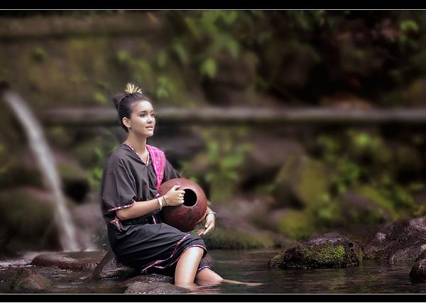 ... Lambung dengan kombinasi Selendang Songket (c) www.fotografindo.com