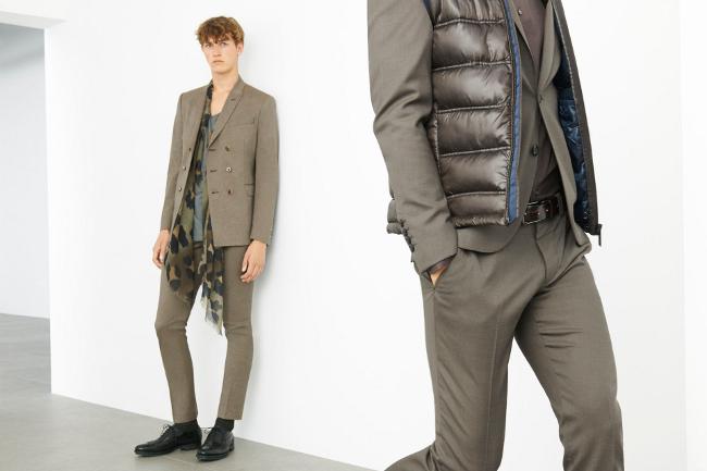 traje gris con chaleco acolchado