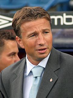 Dan Petrescu reemplazaría a Carlo Anchelotti