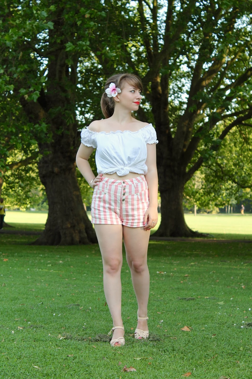 Pin-up style gypsy top and shorts