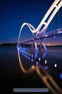 Infinity Bridge , London