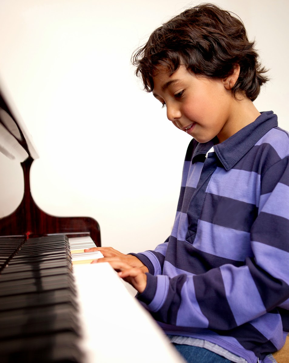 influence of playing the piano on brain essay More about the influence of music on the development perceptual skills and any brain asked 107 3-7 year old children to watch a video of two musicians playing.