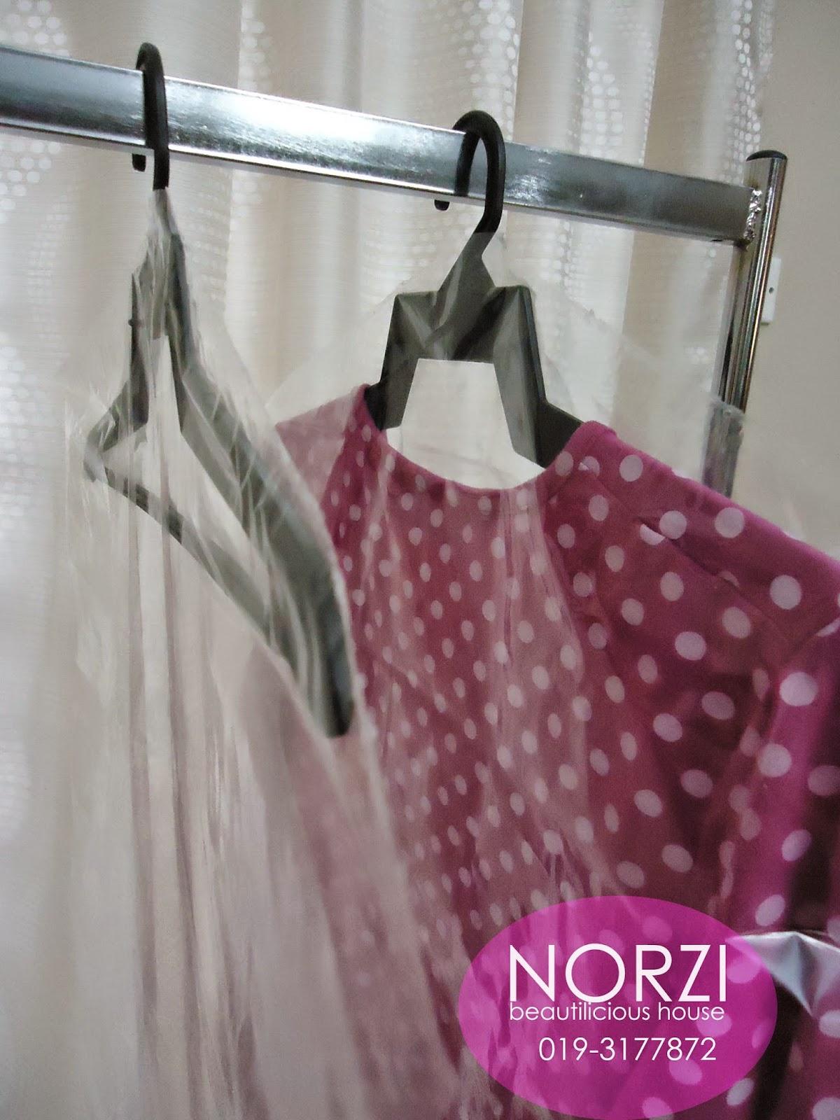plastik murah gantung blouse di butik