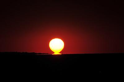 Radjanje Sunca na Istoku kao simbol izdizanja podznaka u trenutku rodjenja osobe