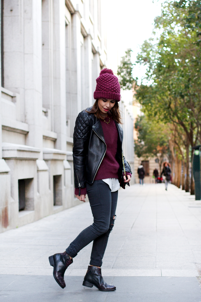 For the first outfit I\u0027m wearing skinny black jeans, burgundy beanie and  jumper, biker jacket and my Zara boy P. Do you like it?