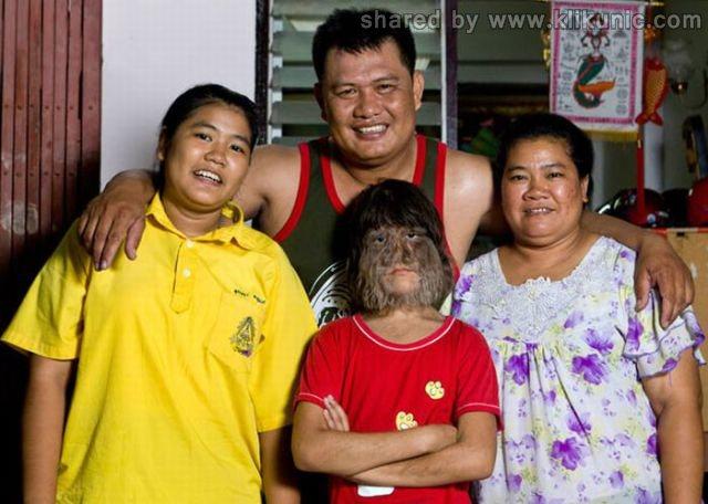 http://2.bp.blogspot.com/-VEWwEhvHN5E/TW-vr2VVL9I/AAAAAAAAPws/d1_ZyQ0ZE4M/s1600/the_worlds_hairiest_640_04.jpg