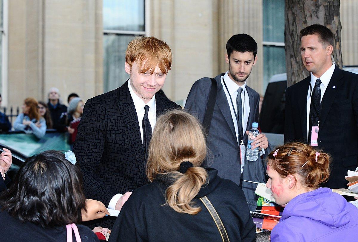 http://2.bp.blogspot.com/-VEX0QrrGf50/ThZaU7LaQVI/AAAAAAAAP-Q/6mEM1xgD9t4/s1600/Rupert-Grint-na-premiere-de-Harry-Potter-e-as-Rel%25C3%25ADquias-da-Morte-Parte-2-em-Londres-10.jpg