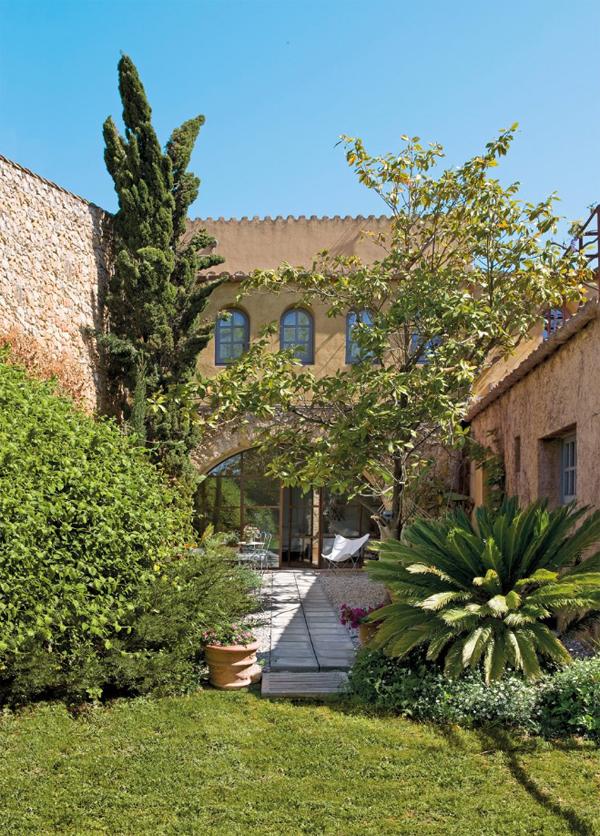 Hotel rural de luxe cerca de Barcelona vista del jardín patio  interior