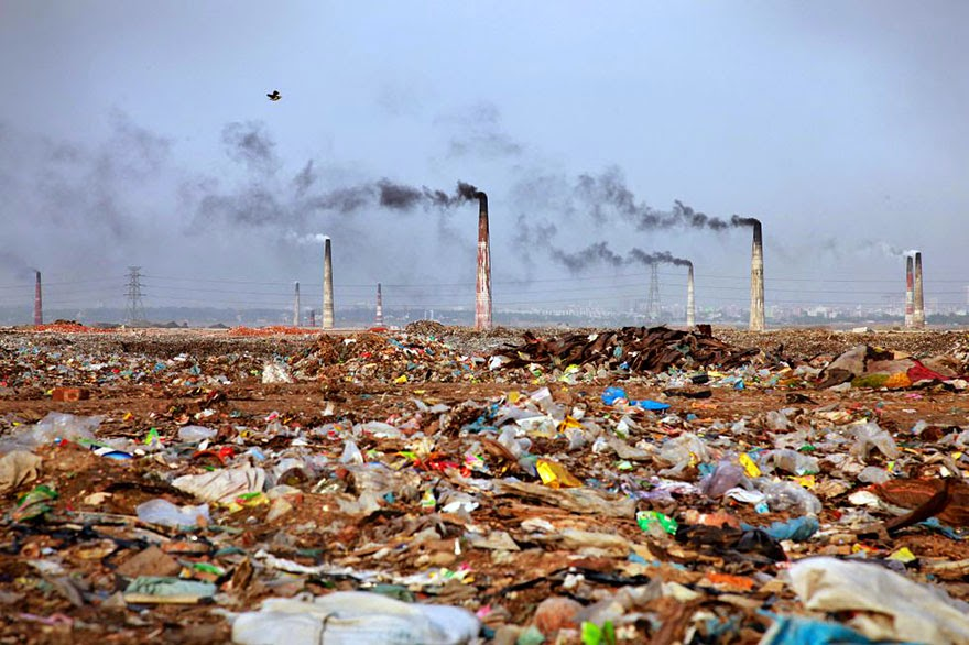 #22 Landscape Full Of Trash In Bangladesh - 22 Heartbreaking Photos Of Pollution That Will Inspire You To Recycle
