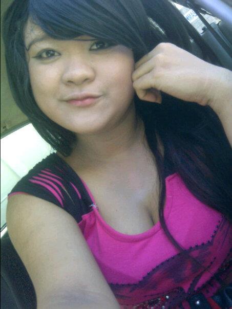 Lienda, Gadis ABG Montok yang Suka Pamer Belahan Dada.