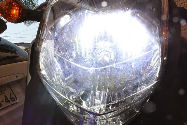 NC700XヘッドライトLED H4バルブ 発光時