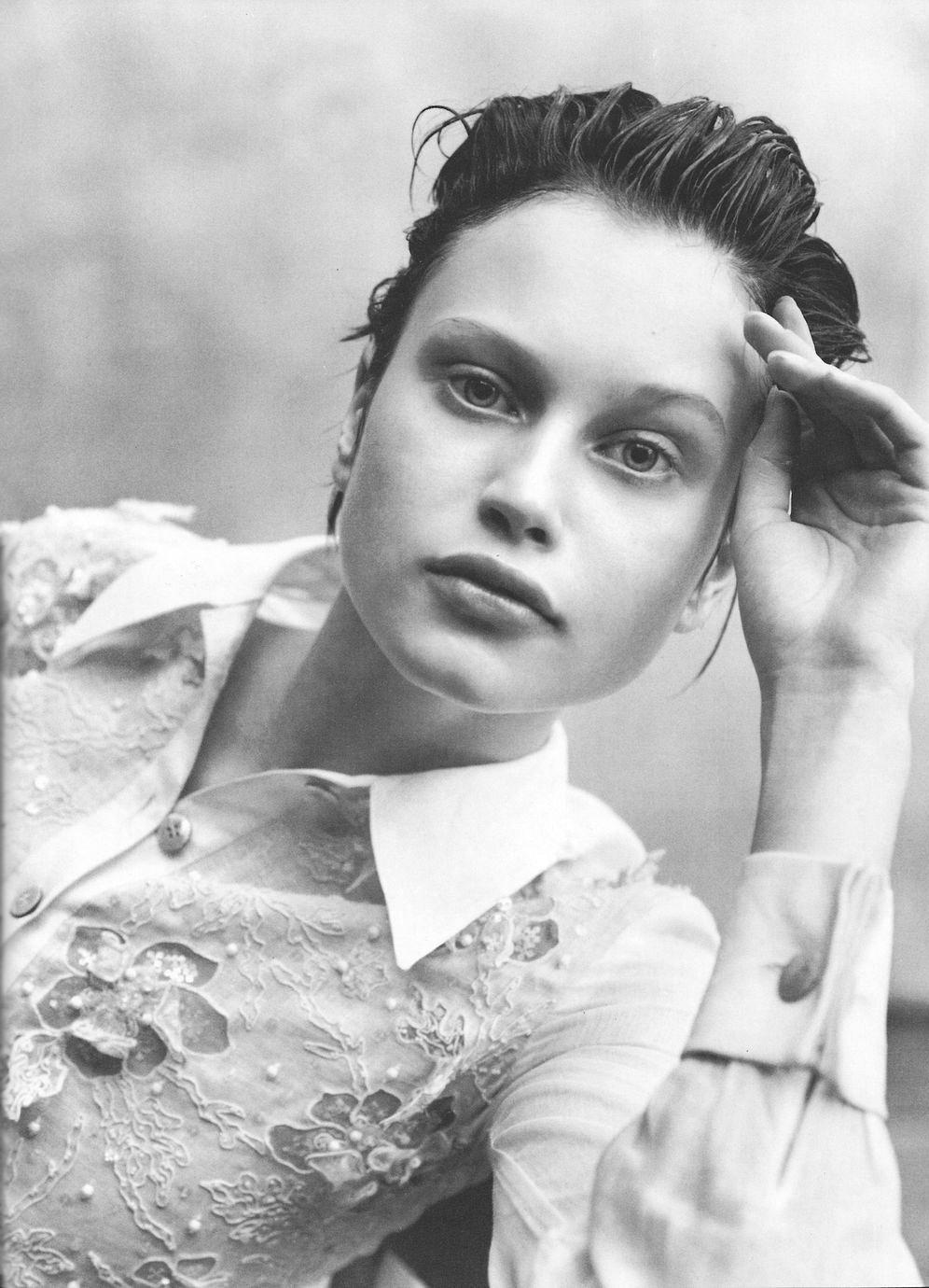 Natalia Semanova photographed by Peter Lindbergh for Vogue Italia May 1997 / white shirt in fashion editorials / short history of white shirt / wardrobe essentials / via fashioned by love british fashion blog