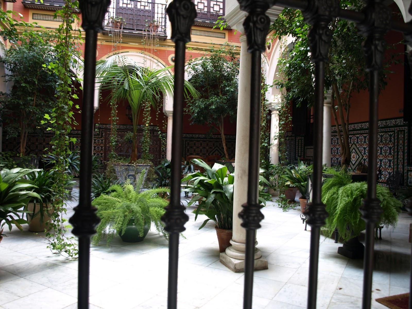 Sevilla daily photo un patio andaluz - Un patio andaluz ...