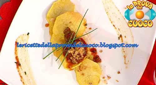 Chips di patate e lardo con salsa speziata ai cetriolini ricetta Prova del Cuoco