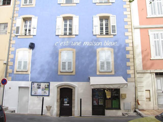 Vu du balcon la maison bleue - La maison bleue chanson ...