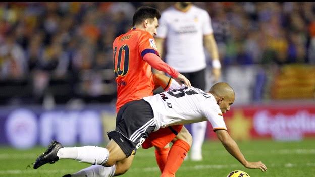 Valencia-Barcellona 0-1 Video: gol in pieno recupero come Pirlo in Juve-Torino.