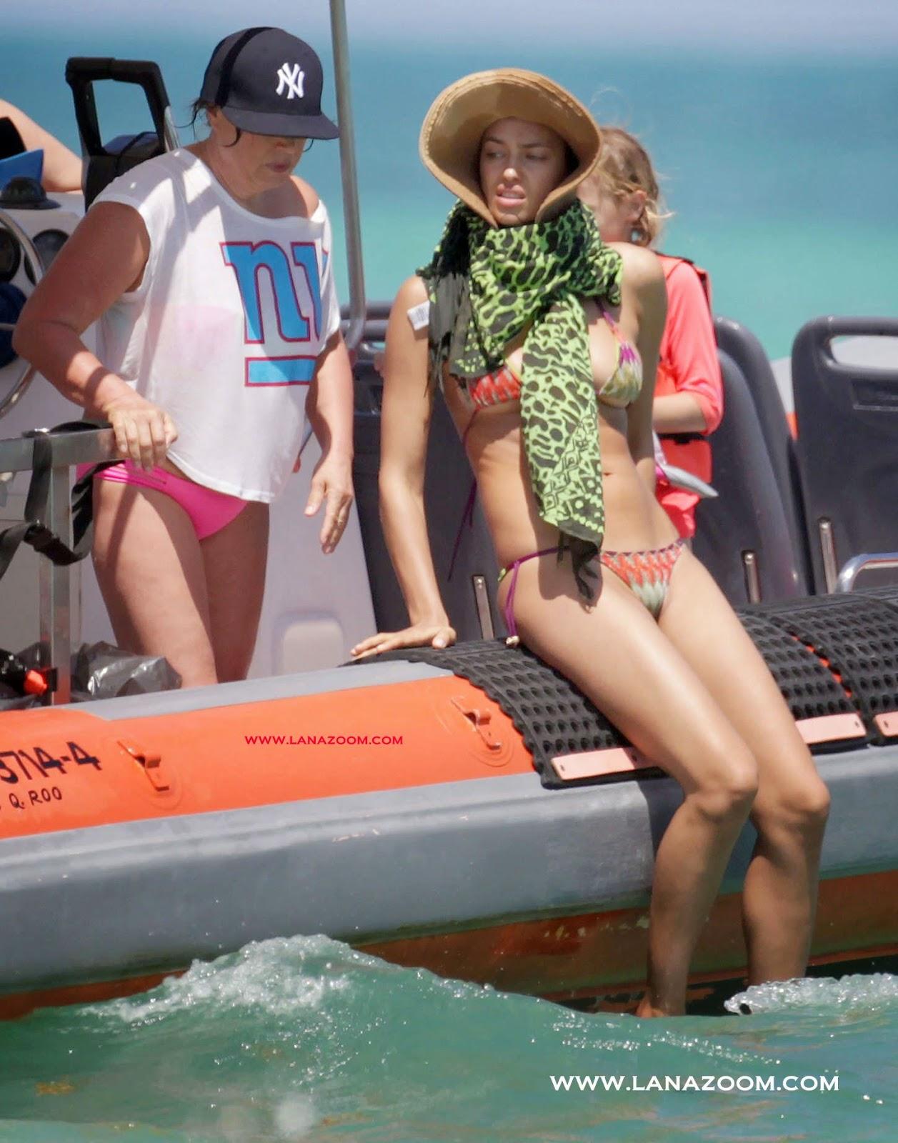 صور إيرينا شايك بالبكيني خلال عطلة في المكسيك