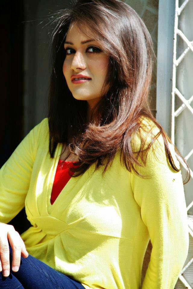 pakistani hot celebrity anam tanveer casual unseen pictures   b amp g