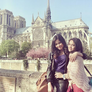 foto yunita siregar dan michelle zudith love in paris Foto Yunita Siregar