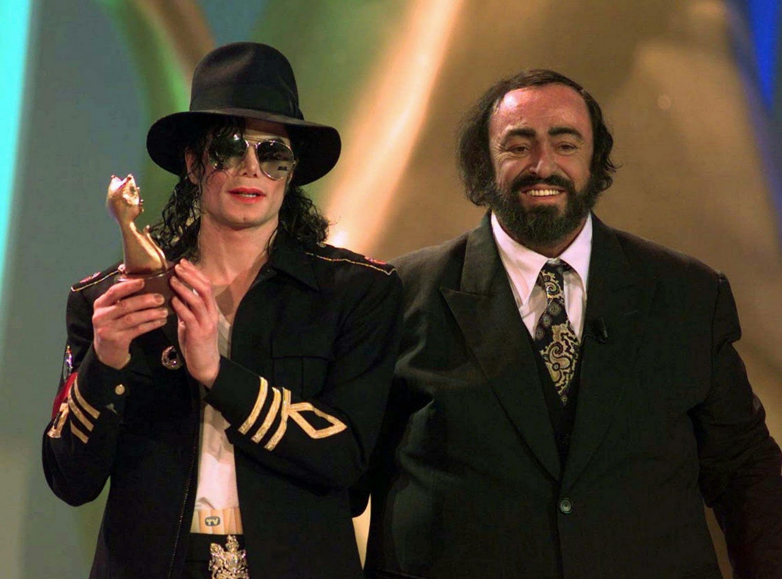 http://2.bp.blogspot.com/-VGCfmO1PQqE/Ts3K_O6LYeI/AAAAAAAADRA/zRwesALljDA/s1600/Michael-Jackson-and-Luciano-Pavarotti.jpeg