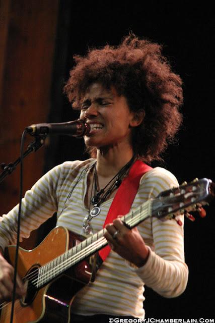 Nneka, Gregory J. Chamberlain, MusicLoad.Com