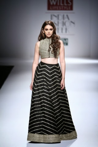 Aditi Rao for Payal Singhal WIFW S/S 2015 www.footnotesandfinds.com