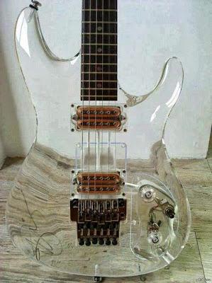 Foto guitarra transparente