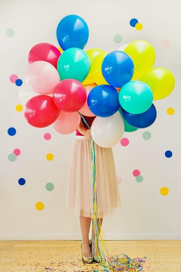Preparando una fiesta con globos