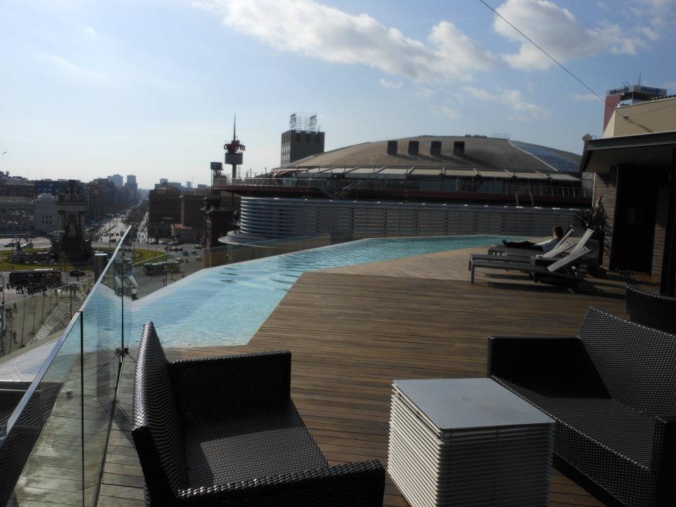Mi selecci n de terrazas de hotel en barcelona s nia for Piscinas largas y estrechas