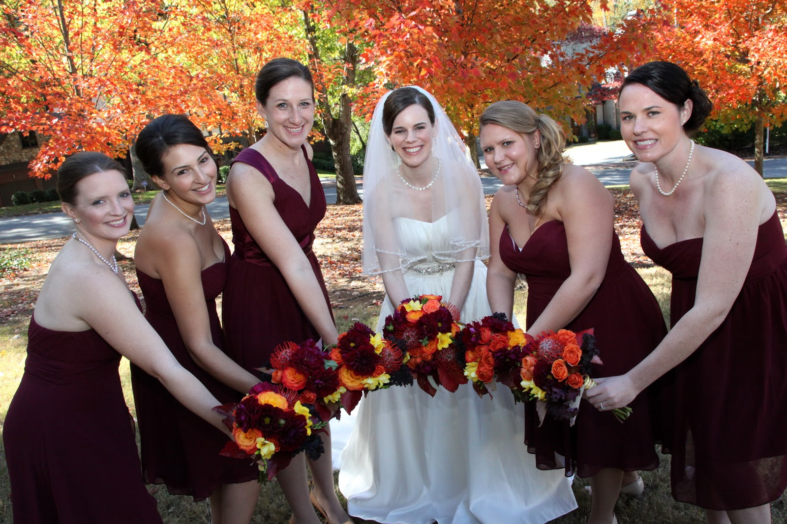 Fall wedding flowers at the peachtree club anik 39 s flowers for Simple fall bridesmaid bouquets