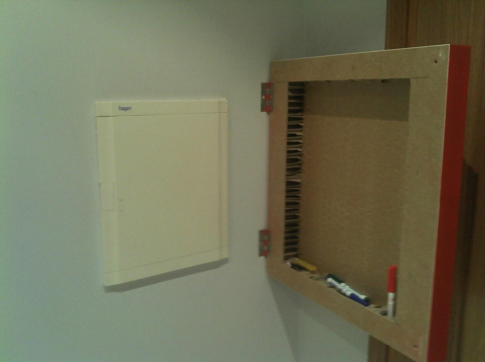 Ikea hack tapar el cuadro de la luz con una mesa lack - Luz armario ikea ...