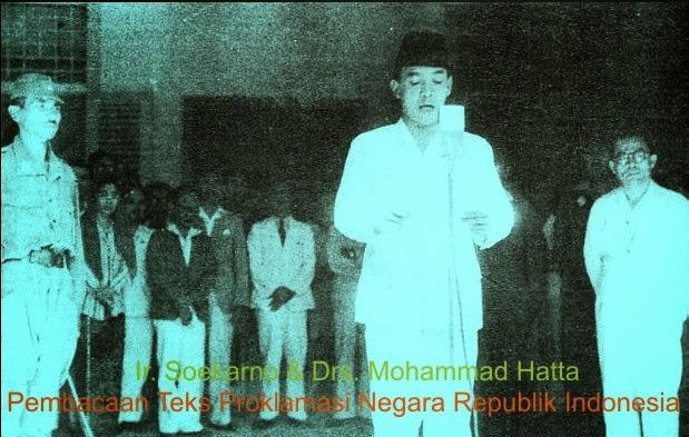 Perumusan dan pembacaan teks proklamasi oleh Ir. Soekarno di dampingi oleh Drs. Mohammad Hatta di Jakarta