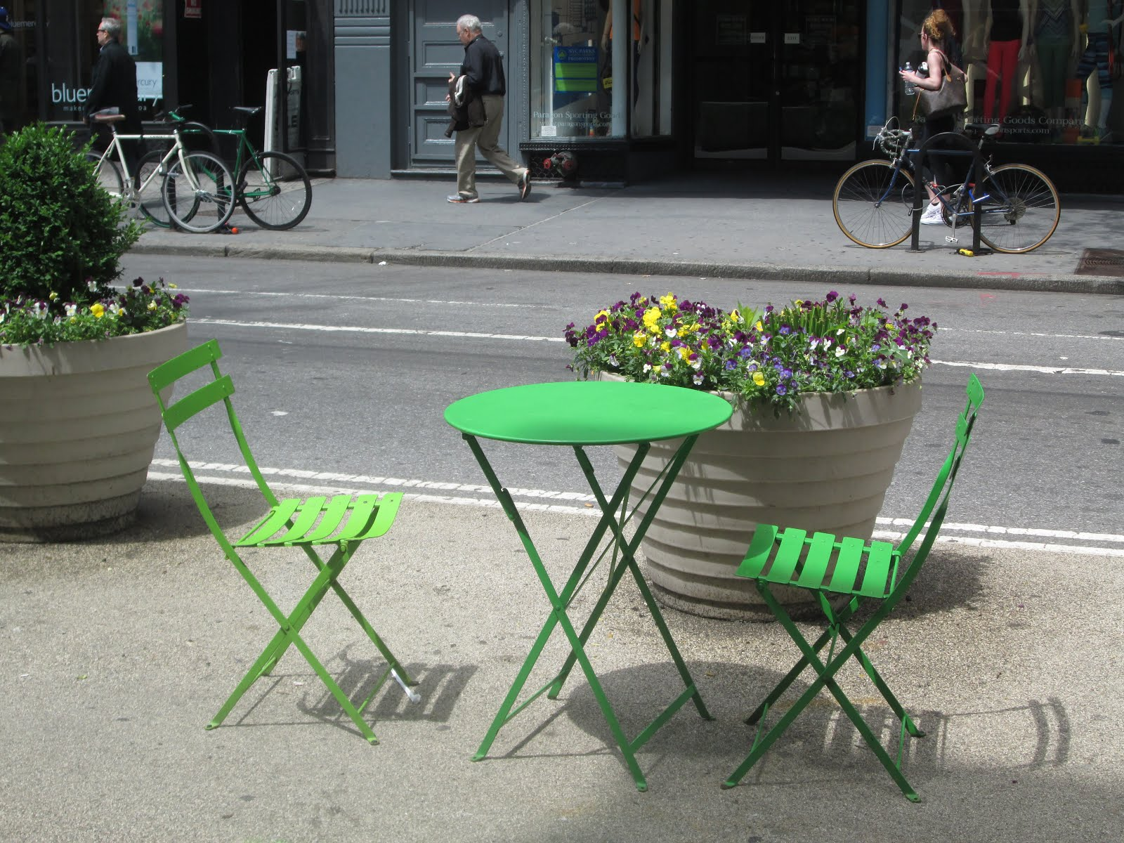 Sidewalk Seating in Manhattan
