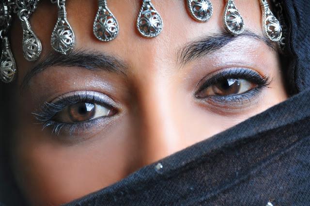 Girls with Hijab Eye Pics