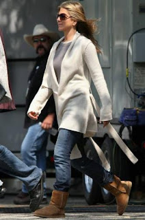 jennifer-aniston-ugg-botu