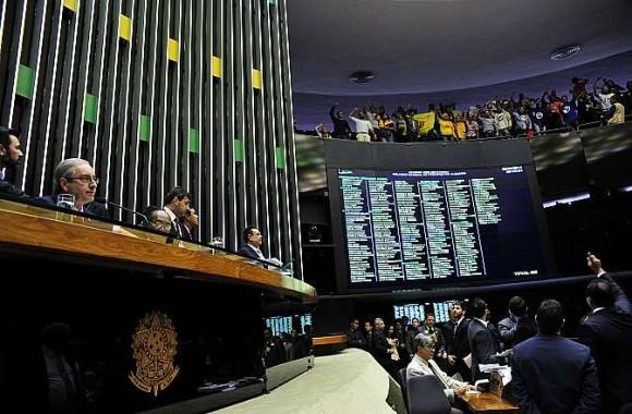 http://www.blogdofelipeandrade.com.br/2015/07/camara-federal-rejeita-emenda-que.html