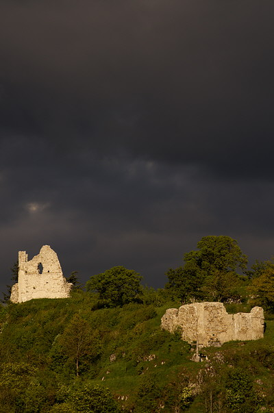 Image of the ruins of Chaumont castle under a storm light