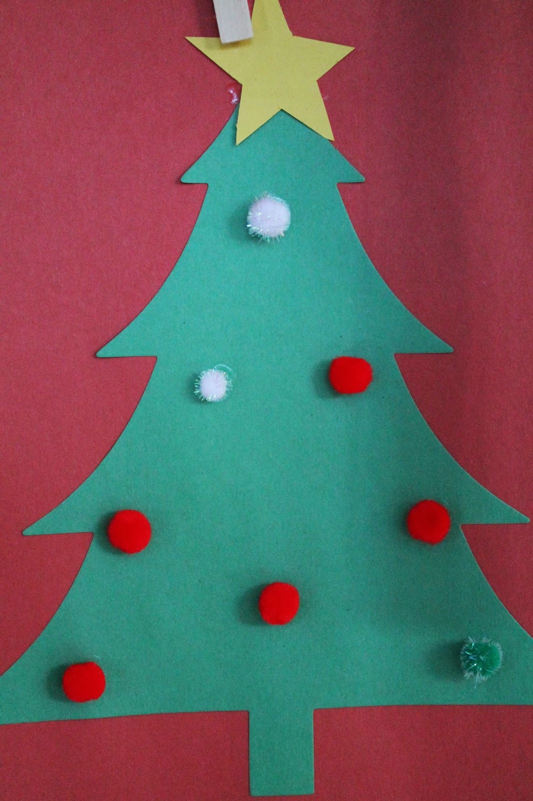 Christmas decorations using construction paper - Christmas Crafts For Kids The Chirping Moms