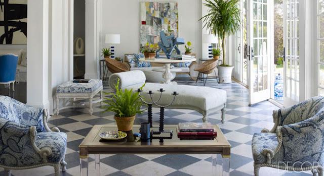 decoracion moderna y clasica con estampados en color azul y cuadros modernos