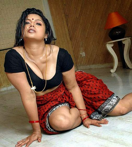 Actress Kamapisachi without Dress