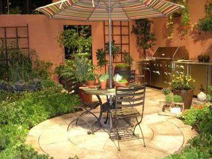 25 ideias para decorar um quintal pequeno cores da casa for Small courtyard garden designs ideas